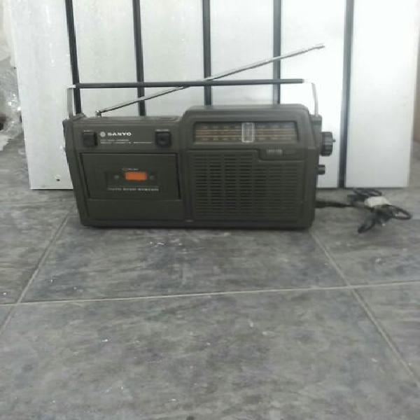 Radio sanyo antiguo