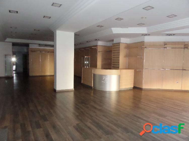 Magnífico local comercial de 220 m² en c/ ramón y cajal
