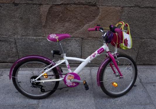 Bicicleta 20 pulgadas niña marca Btwin