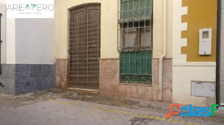 Casa independiente de dos plantas a 30 segundos de puerta purchena