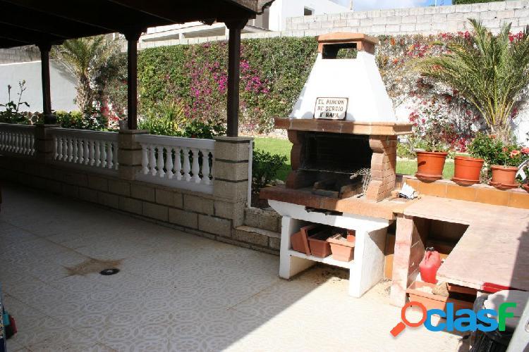 Chalet en arona zona valle san lorenzo, 270 m. parcela, 660 m2 y 3 habitaciones