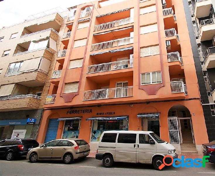Apartamento de 3 dormitorios en el centro del pueblo.