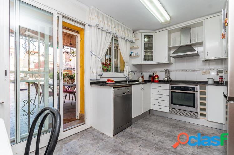 Amplia casa con 4 habitaciones y dos terrazas