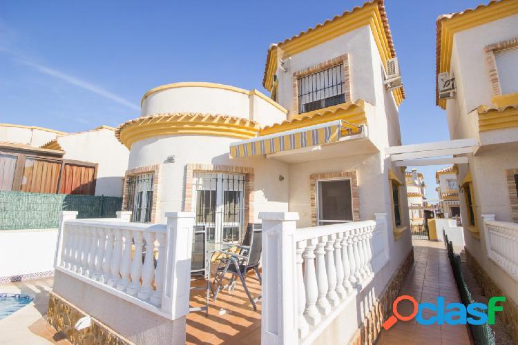 Villa de 3 habitaciones con piscina privada en la herrada (los montesinos, alicante)