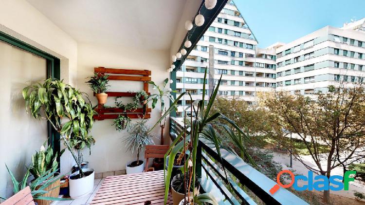 Piso 113m2, finca año 2000, plaza garaje incluida en el precio, 3 habitaciones+2 baños, cocina off
