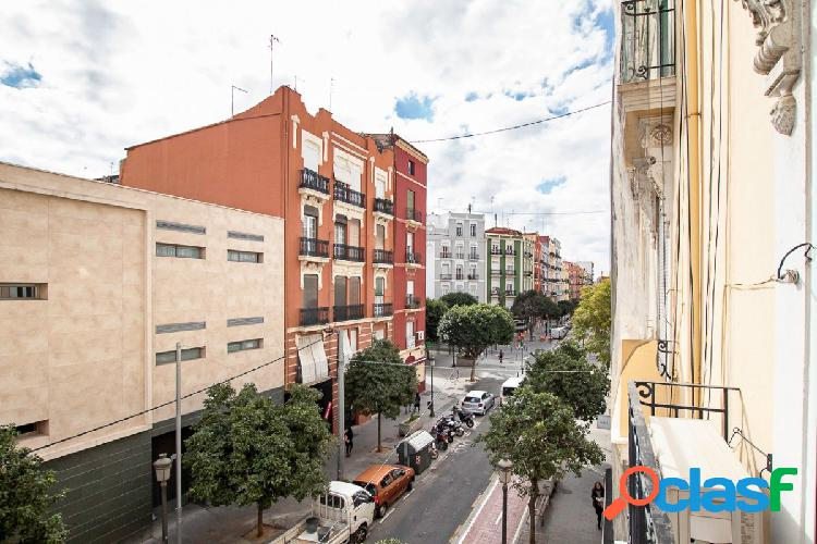 Piso reformado 89+15 metros terraza, ascensor, finca rehabilitada año 1925, 3 habitaciones, balcón