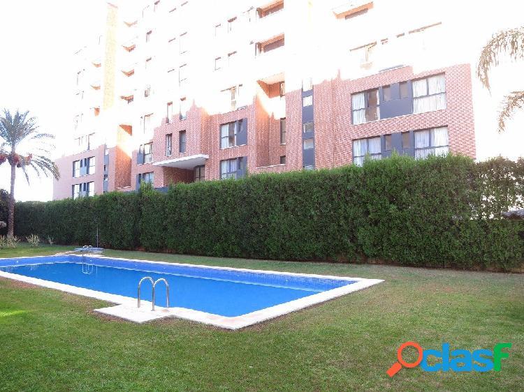 Residencial con piscina, 126 metros, garaje y trastero, 3 habitaciones+2 baños, balcón tipo terraza