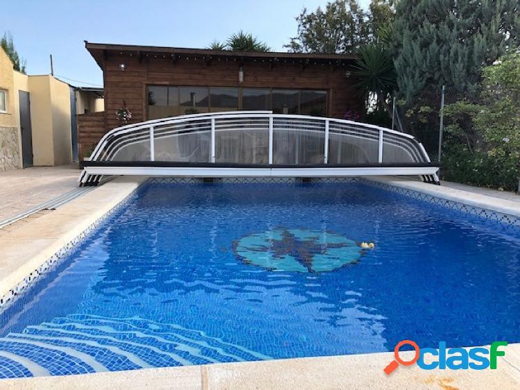 Chalet en partida de deula, con piscina cubierta y tres salones