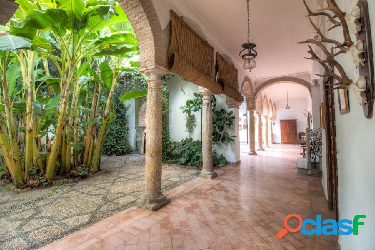 Única casa palacio de 5 patios, piscina y cochera en plena judería