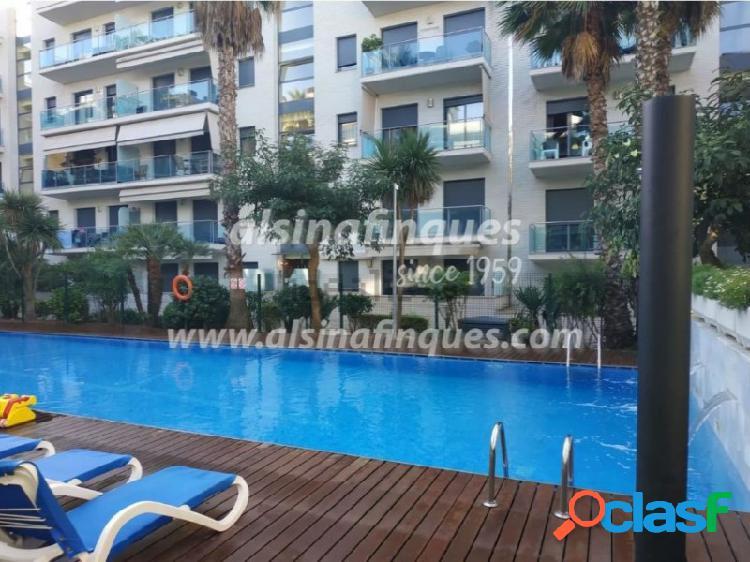 Fabuloso apartamento en fenals con parking, piscina y un gran jardín privado