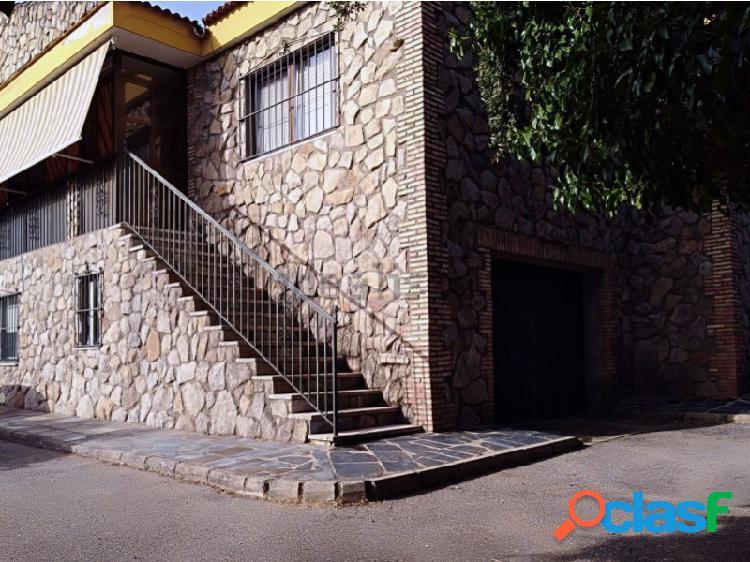 Chalet situado en sierra de fuentes. urbanización.