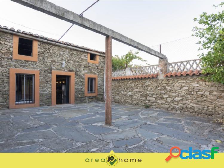 Casa - local en venta con amplio patio - aldeacentenera - cáceres