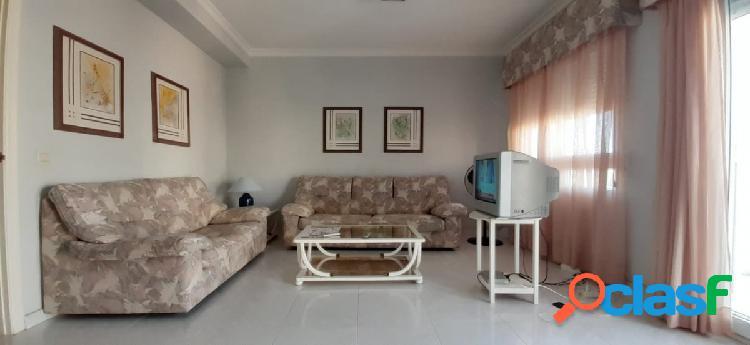 Ático de tres dormitorios y terraza 79 m2 en playa del cura