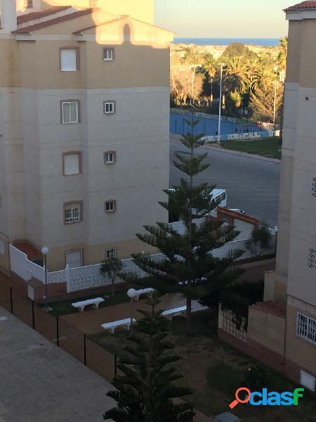 Apartamento de 3 dormitorios con piscina comunitaria zona calas blancas