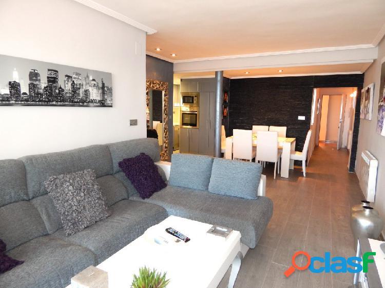 Piso de lujo con 3 habitaciones, 2 plazas de garaje frente al mar en playa del cura