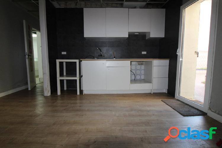 Se vende bajo vivienda de 4 habitaciones y 1 baño. 2 puertas de acceso. ideal para piso turistico