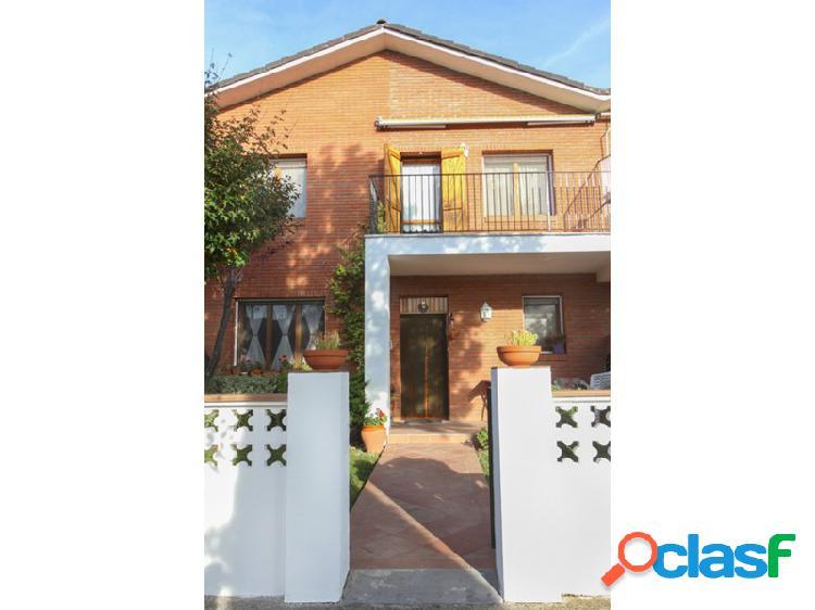 Casa chalet adosado en venta valle de isábena ribagorza huesca