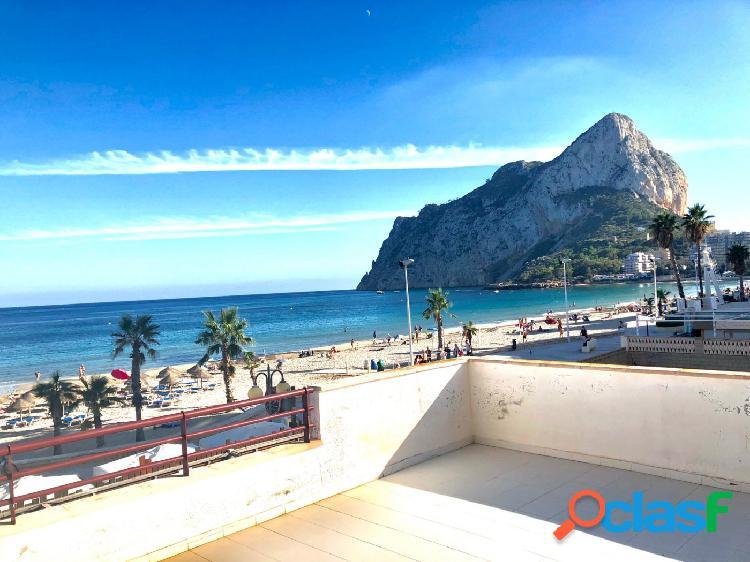 Bonito apartamento en primera línea con vistas al mar y gran terraza en calpe