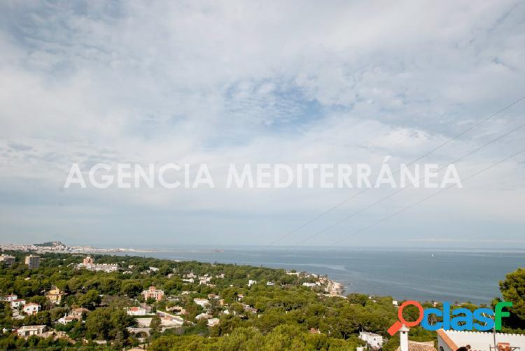 VENTA EN EXCLUSIVA Moderno chalet en construcción con vistas al mar en Las Rotas