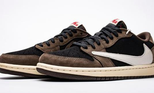 Travis scott x air jordan 1 low og