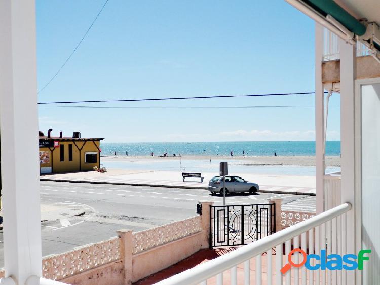 Excelentes vistas al mar, primera linea de playa