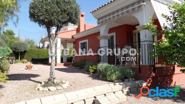 Chalet independiente con jardín y vistas al golf