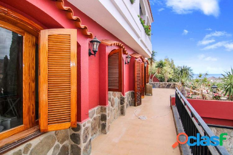 Amplia propiedad con mucho espacio exterior y vistas espectaculares
