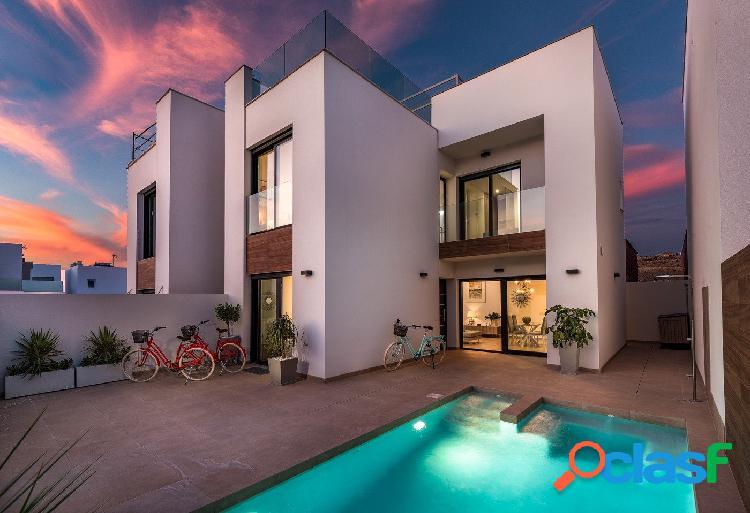 Villas con piscina en el centro de rojales