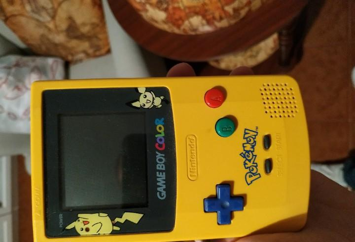 Gameboy color edición especial pokemon, picachu, pichu