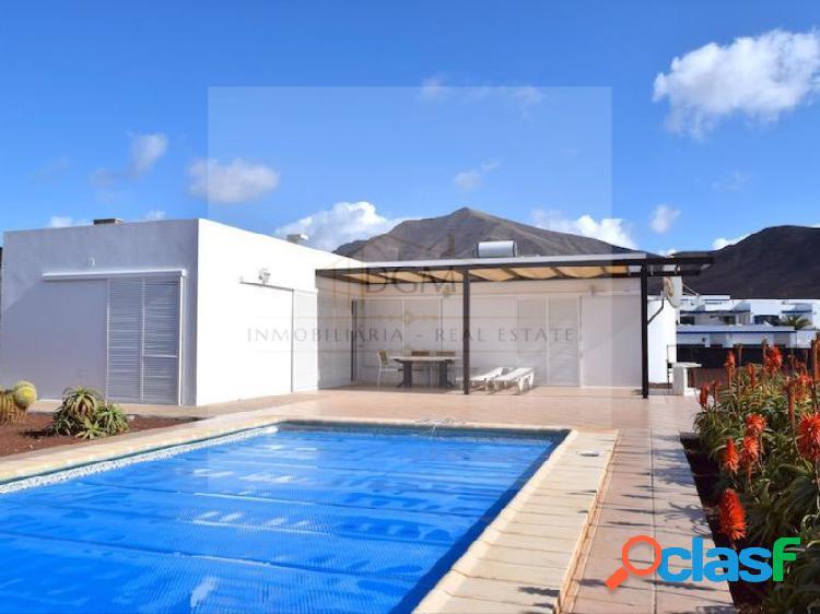 Moderna villa con vista mar y piscina climatizada