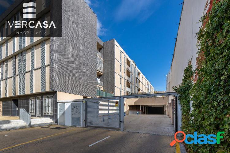 Magnífica plaza de garaje con amplio trastero junto avda. madrid y antigua facultad de medicina