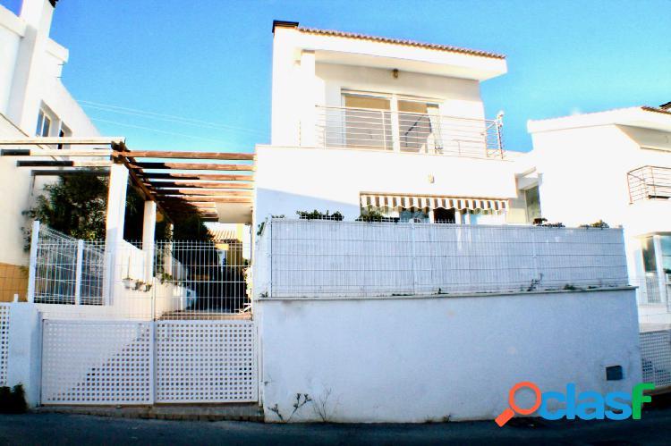 Chalet independiente en la nucía 3 dormitorios 3 baños parcela 250m2 (zona gasolinera bp)