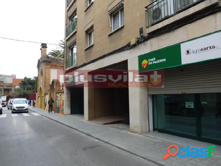 Tres plazas de parking en venta en vilafranca, a unos pasos de la carretera de san martí