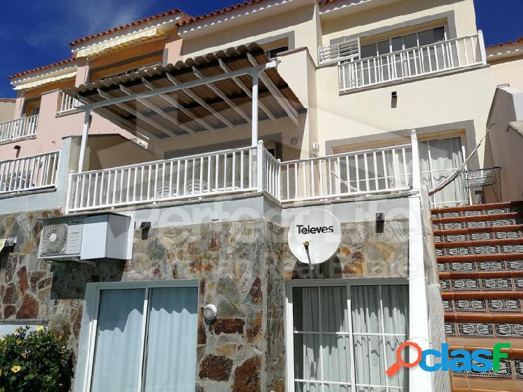 Villa en arguineguin de 3 plantas con vistas al mar