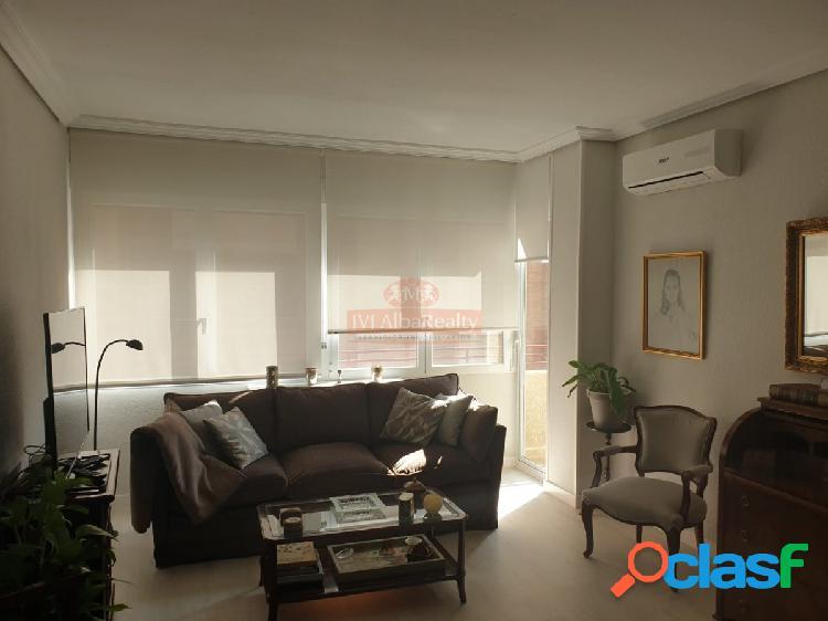 Se vende piso zona ensanche tres dormitorios y dos baños reformado