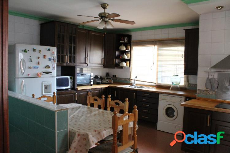 Adosada de cinco dormitorios con garaje y semisótano 2