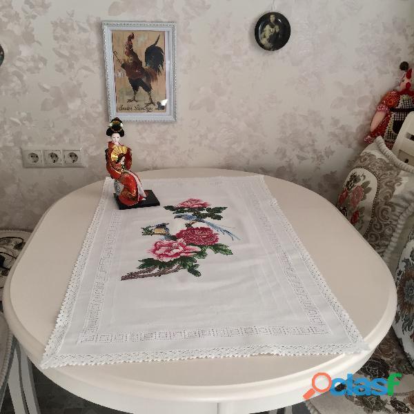Рájaros y peonías  camino de mesa