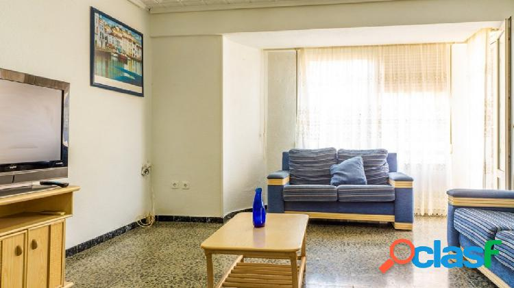 Enorme piso en el centro de torrevieja.