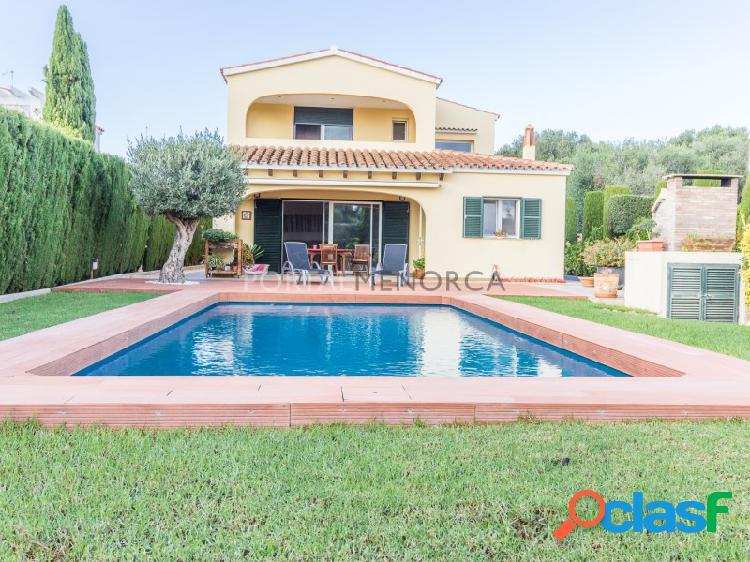 Casa con piscina en venta en trebaluger, es castell