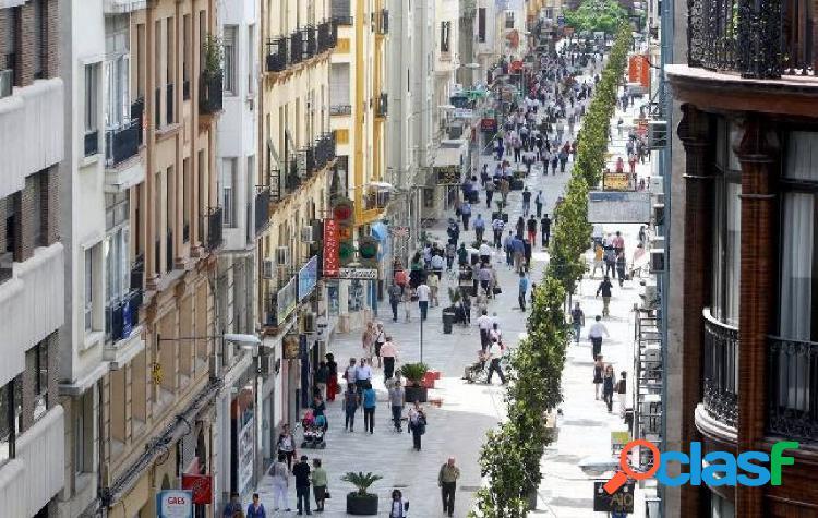 Amplio local a escasos metros de calle cruz conde en córdoba capital