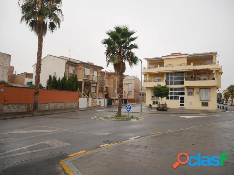 Bonito piso en Churriana con gran terraza y dos patios