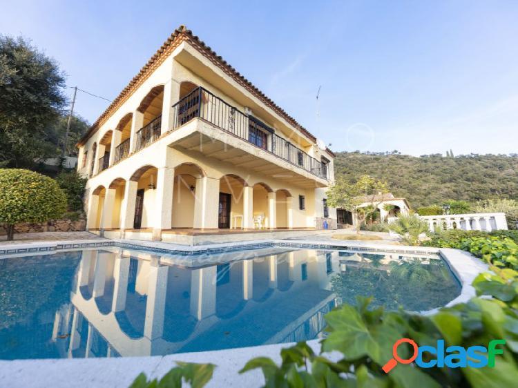 Villa con casa de invitados