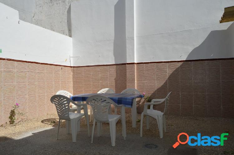Casa planta baja, centro con patio