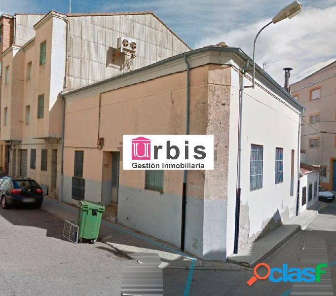 Urbis te ofrece una amplia nave industrial en Guijuelo, Salamanca.
