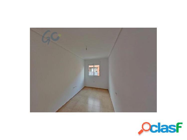 Mediata soluciones pone a la venta un magnifico y espacioso piso ubicado en el centro de alcantarilla, a tan solo 15 km de murcia capital. en el precio van incluidas dos plazas de garaje, el
