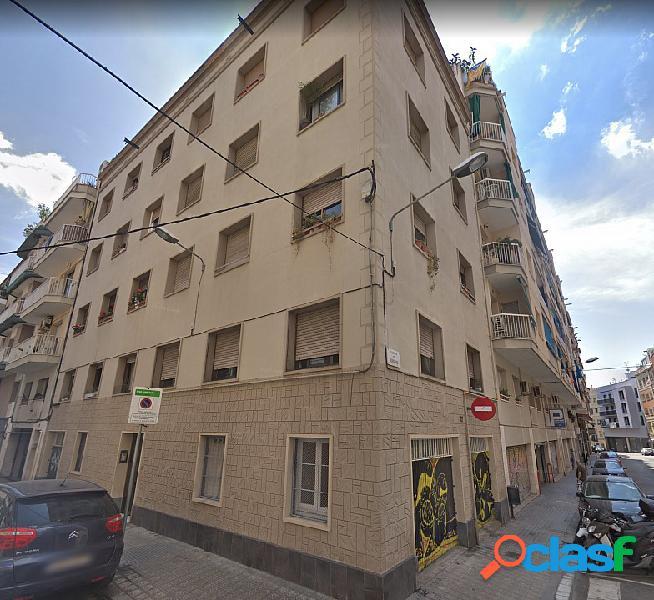 Edificio en venta en sants-badal, barcelona.