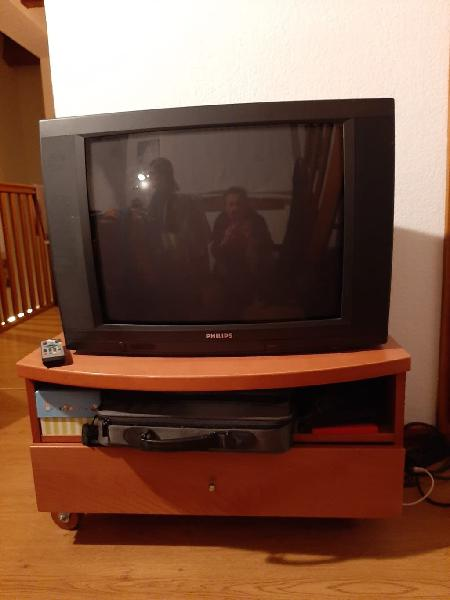Mueble y tv philips color 25 pulgadas