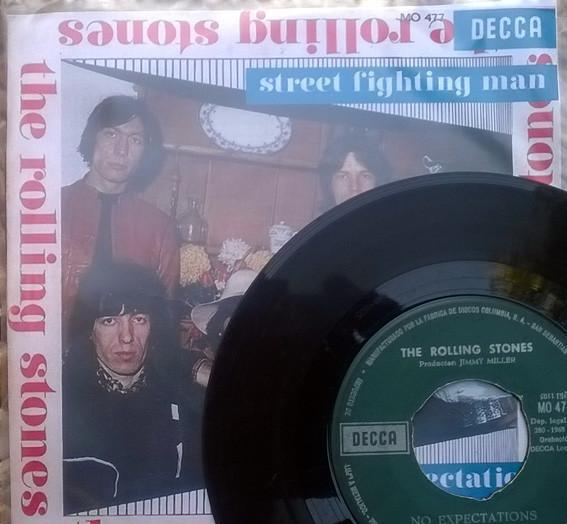 Rolling stones. street fighting man/ no expectations. decca,