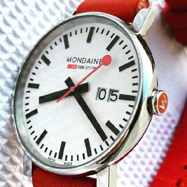 Reloj mondaine big date 40mm