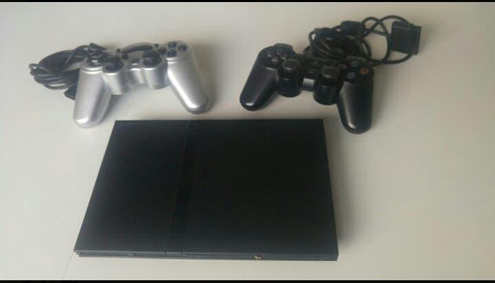 Lote: ps2 slim + mandos + buzz, bratz, up, barbie